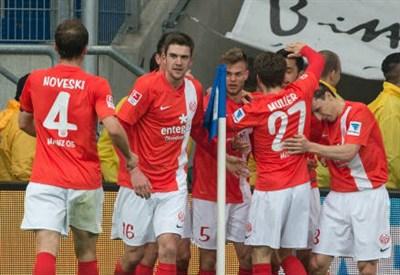 Un'esultanza dei giocatori del Mainz (INFOPHOTO)