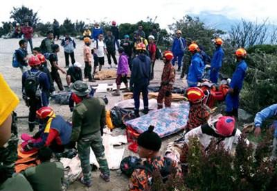 Soccorsi in Malesia dopo il terremoto