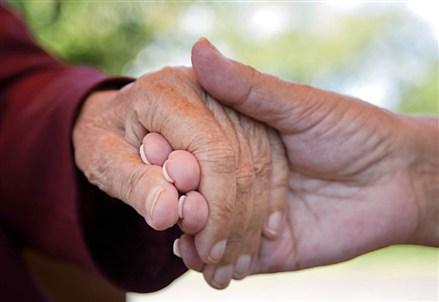 FAMIGLIA/ I nonni, risorsa in un'epoca di fragilità psicologica diffusa