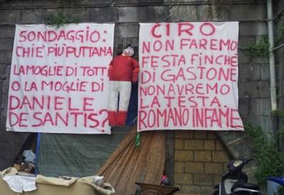 Il manichino impiccato a Napoli