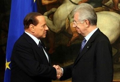 Mario Monti con Silvio Berlusconi (InfoPhoto)