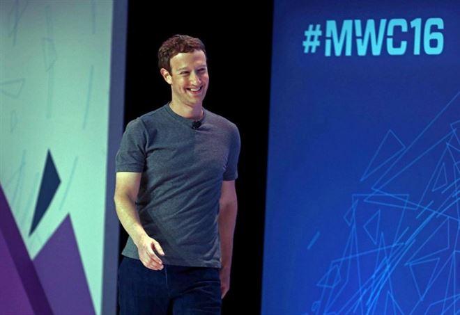 Mark Zuckerberg torna ad Harvard da vincitore: laurea ad honorem