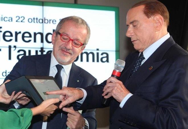 Roberto Maroni e Silvio Berlusconi (Lapresse)