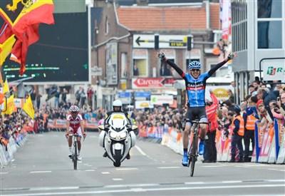 Daniel Martin vince la Liegi-Bastogne-Liegi 2013 (da Facebook)