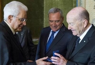 Sergio Mattarella con il presidente della Consulta, Paolo Grossi (LaPresse)