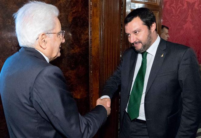 Sergio Mattarella contro Matteo Salvini (LaPresse)