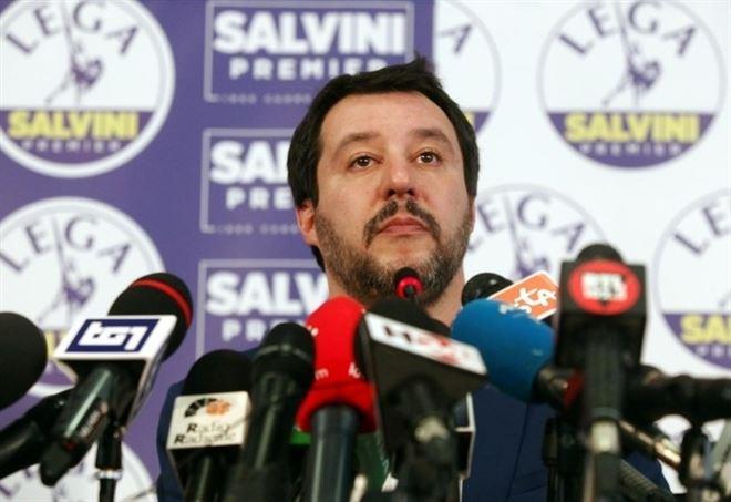 Matteo Salvini ieri in conferenza stampa (LaPresse)