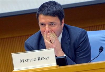 Matteo Renzi, ieri, alla conferenza stampa di fine anno (Infophoto)
