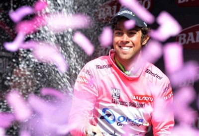 Michael Matthews in maglia rosa al Giro d'Italia