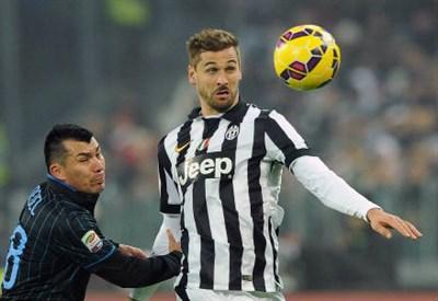 Gary Medel, 27 anni, cileno dell'Inter e Fernando Llorente, 30, spagnolo della Juventus (INFOPHOTO)