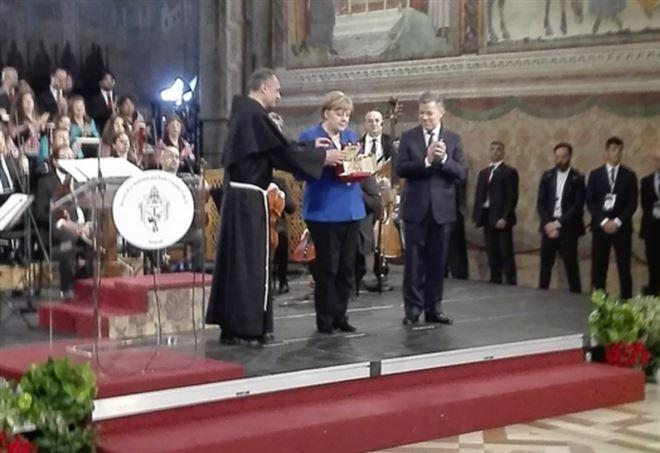 Angela Merkel ad Assisi per la Lampada della Pace - Twitter