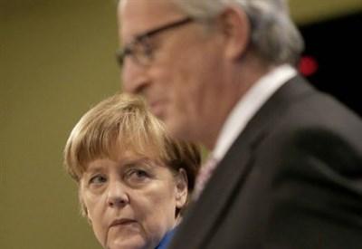 Impero persiano: Angela Merkel e J.-C. Junker (Infophoto)