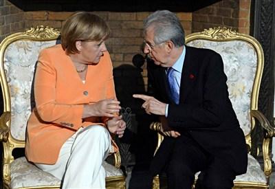 Angela Merkel e Mario Monti (Foto: Infophoto)