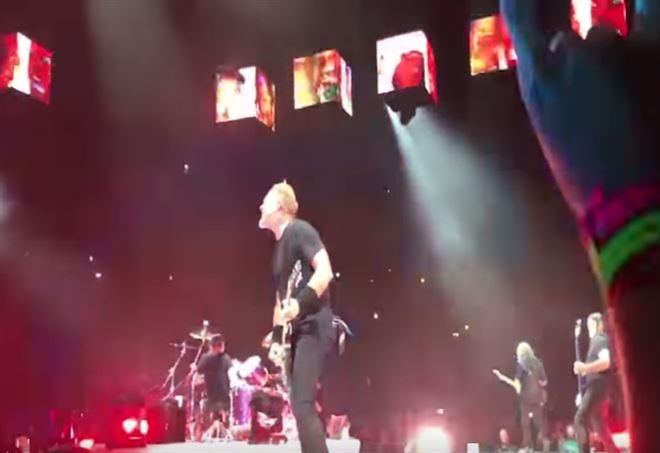 Metallica cantano Lucio Dalla