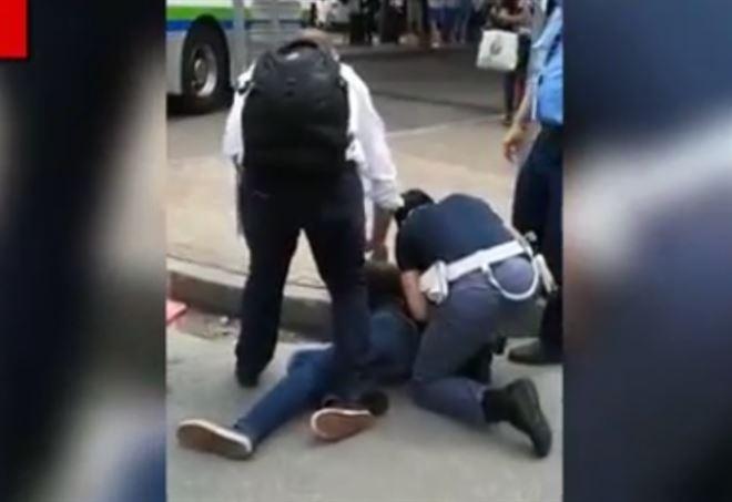 Milano, migrante minaccia con coltello turisti