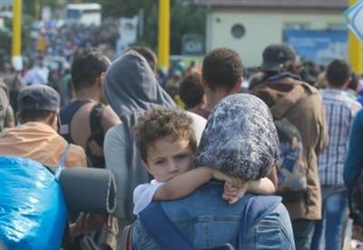 Migranti in Ungheria in marica verso Vienna (Infophoto)