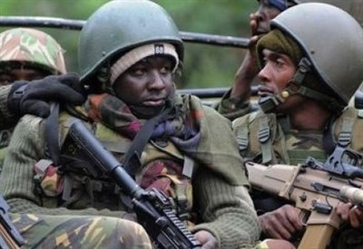 Militari del Kenya nell'assedio al mall di Nairobi (Infophoto)