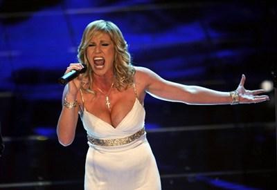 Annalisa Minetti in una sua performance da cantante (Infophoto)