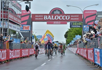 Sacha Modolo vince a Jesolo: oggi il bis (da Facebook Giro d'Italia)