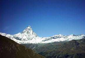 TELECAMERA PRECIPITA SULLA PISTA/ Video, Mondiali di Sci a St. Moritz: aereo a bassa quota tronca cavi, tragedia sfiorata