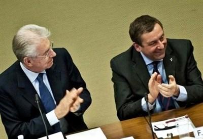 Mario Monti con Francesco Profumo (InfoPhoto)