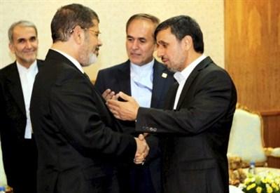 Mohamed Morsi e Mahmoud Ahmadinejad (InfoPhoto)