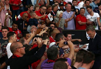"""David Moyes (destra), 50 anni, """"schiacciato"""" dai tifosi del Manchester United (INFOPHOTO)"""