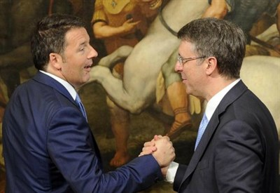 Matteo Renzi con Raffaele Cantone (LaPresse)