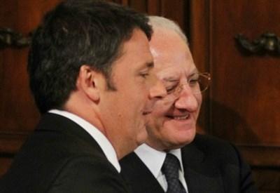 Matteo Renzi con Vincenzo De Luca (Infophoto)
