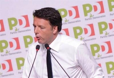 Matteo Renzi ineri in direzione Pd (LaPresse)