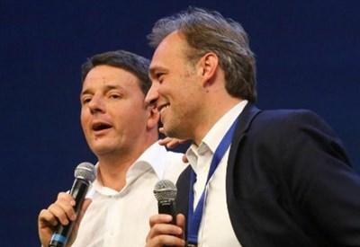 """Matteo Renzi con Matteo Richetti, """"cerimoniere"""" della Leopolda (LaPresse)"""