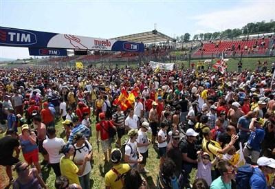 I tifosi al Mugello (Infophoto)