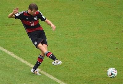 Il gol-partita di Thomas Muller (dal profilo Twitter ufficiale @FIFAWorldCup)