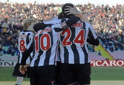L'Udinese festeggia un gol (Infophoto)