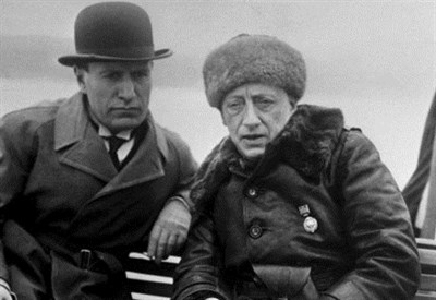 Gabriele d'Annunzio (D) con Benito Mussolini (Immagine dal web)