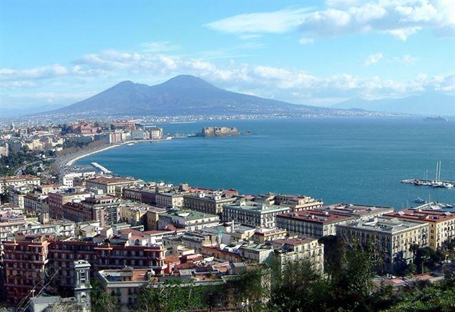 Napoli (Foto da Wikipedia)