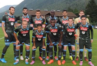 Il Napoli schierato prima della partita contro il Kalloni