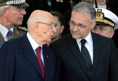 Giorgio Napolitano con Mario Mauro (Infophoto)