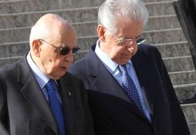 Il capo dello Stato, Giorgio Napolitano, con Mario Monti (InfoPhoto)