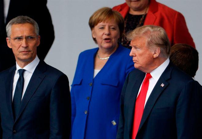 Vertice Nato: Stoltenberg, Merkel e Trump (LaPresse)