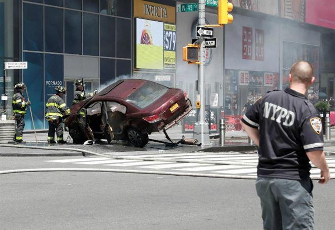 New York, auto sulla folla a Times Square (LaPresse)