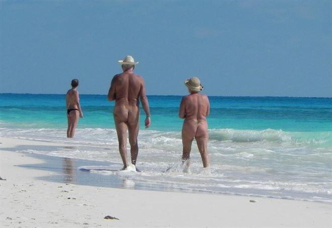 Corsica, ristoratore spara a gruppo di nudisti