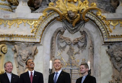 Barack Obama durante una visita in una chiesa
