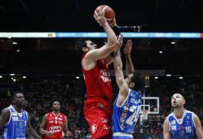 Basket: domenica sfida Sassari-Milano