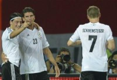 Ozil, Gomez and Schweinsteiger, the German side in the Group Stage