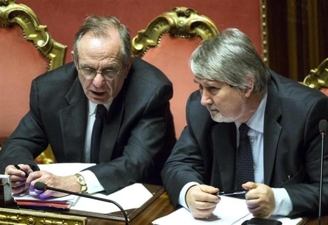 Riforma pensioni, Pier Carlo Padoan e Giuliano Poletti (Lapresse)