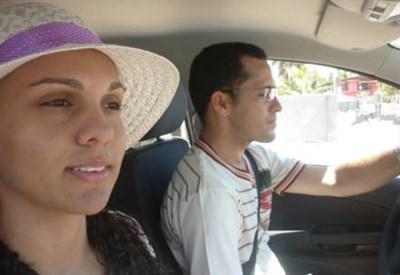 Padre Geronimo e la fidanzata (Foto da Facebook)