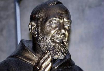 Statua Padre Pio (Infophoto)