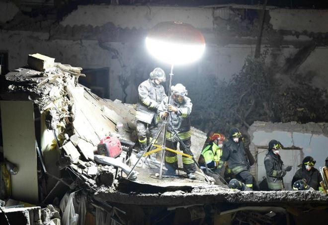 Esplosione palazzina a Sesto San Giovanni (LaPresse)