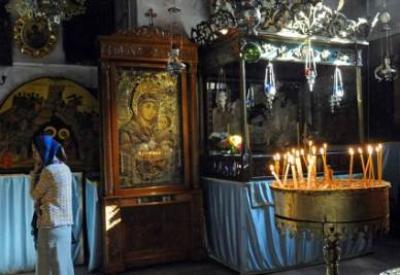 Dentro la Basilica della Natività (InfoPhoto)